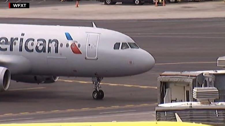 بالفيديو: وفاة قائد طائرة أثناء رحلة جوية.. ومساعده يهبط بأكثر من 150 شخصا