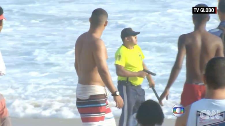بالفيديو.. قبل عام من استضافتها الألعاب الأولمبية، اللصوص يغزون شواطئ ريو الشعبية