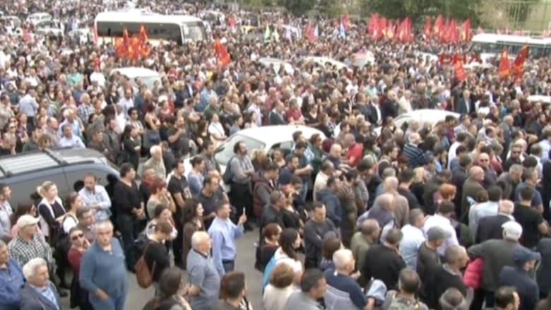 بالفيديو.. الآلاف يتظاهرون في تركيا تنديداً بتفجيري أنقرة