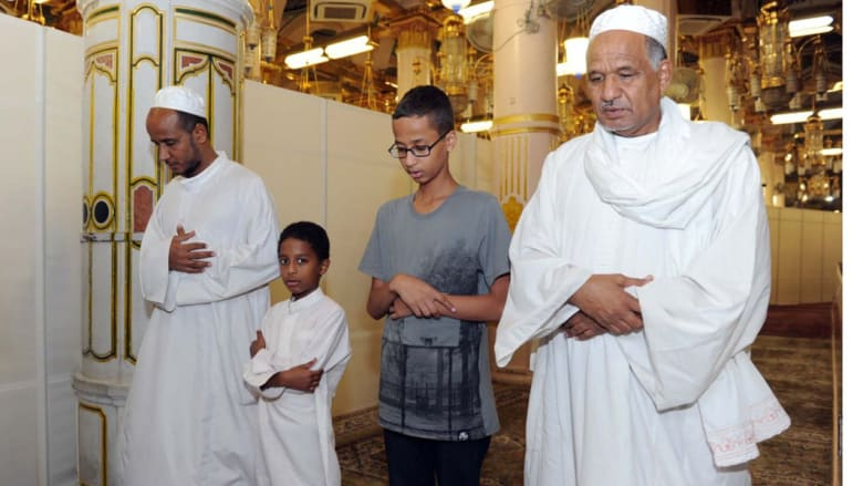 """بعد دعوته إلى زيارة البيت الأبيض.. السعودية تستضيف """"المخترع الصغير"""" في """"بيت الله الحرام"""""""