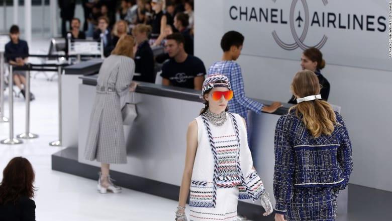 عندما يتنافس مصصمو الأزياء في الجنون.. أهم اللحظات في أسابيع لندن وباريس وميلانو ونيويورك للأزياء
