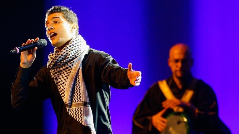 محمد عساف خلال حفل افتتاح المؤتمر الـ64 للاتحاد الدولي لكرة القدم