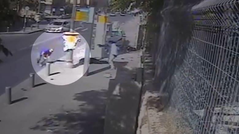 """بالفيديو: فلسطيني ينفذ عملية دهس ويهاجم بساطور في القدس.. """"الذئاب المنفردة"""" تقلق إسرائيل"""