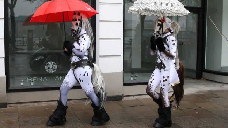 كيف جسد هؤلاء الفنانون جمال الخيول وأجسادها الرشيقة؟