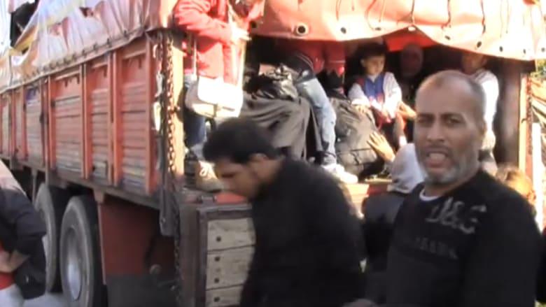 بالفيديو..ضبط شاحنات تضم مئات المهاجرين السوريين بتركيا