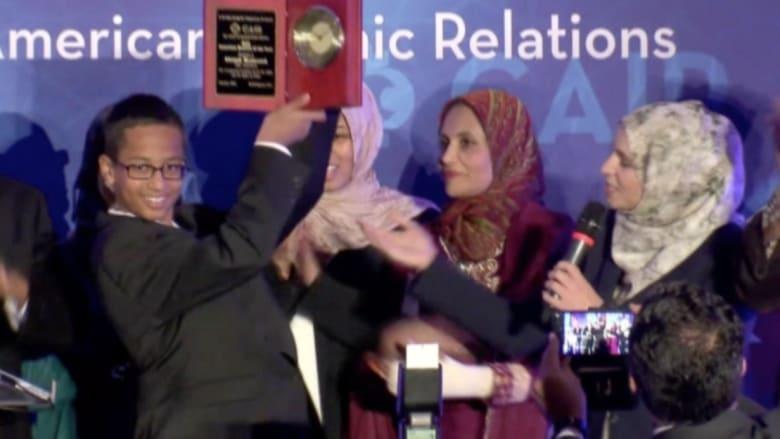 بالفيديو.. تكريم الشاب أحمد محمد الملقب بالمخترع الصغير في أمريكا