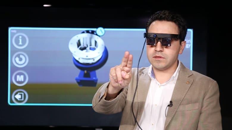 """نظارات """"أثير"""" الذكية.. إبداع عربي من قلب أمريكا يسهّل أعقد الجراحات"""