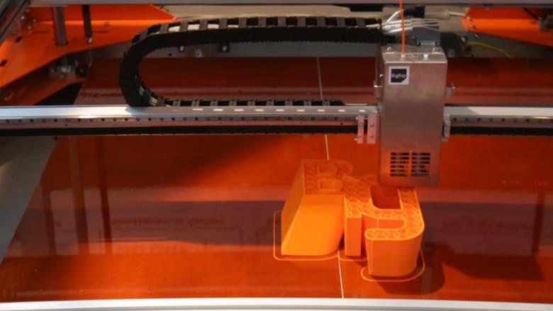 بالفيديو.. جيتكس دبي يحتضن أكبر طابعة ثلاثية الأبعاد.. والزبائن جامعات ورجال أعمال