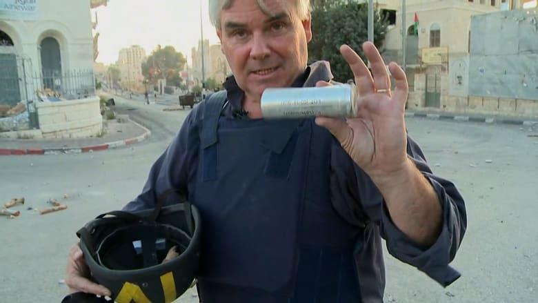 بن ويدمان يعرض حياة الصحفيين على خط المواجهات بالضفة.. رصاص وحجارة وسط الكر والفر