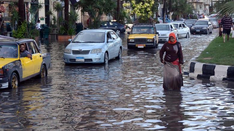 """موجة طقس سيئ تضرب مصر.. الإسكندرية """"مدينة منكوبة"""" والسيسي يدعو الحكومة لاجتماع عاجل"""