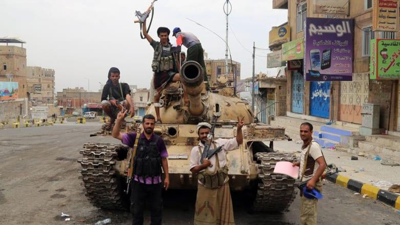 """اليمن: الحوثي يقابل لجنة الانتخابات.. ومعارك قرب القصر الرئاسي في تعز بعملية """"الثأر لفريد شوقي"""""""