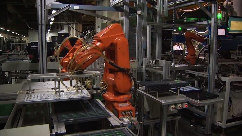 رغم تجاوز عدد سكانها 1.3 مليار نسمة.. الصين تستبدل العمال بالروبوتات في المصانع