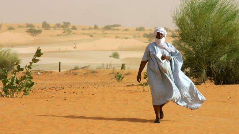 """قرار موريتانيا بحظر ارتداء """"الدراعة"""" أثناء التدريس يثير غضب الأساتذة"""
