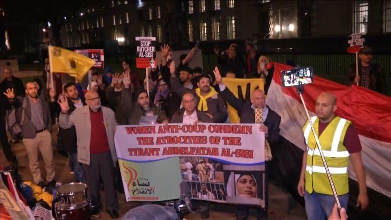 بالفيديو.. مظاهرات غاضبة تندد بالسيسي في لندن
