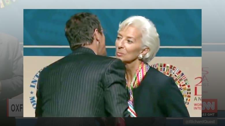 تعلم بالفيديو أصولالايتيكيت وتبادل القبلات أثناء المصافحة