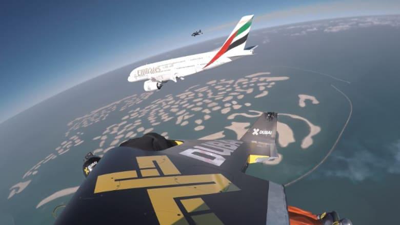 مغامران يحلقان برفقة طائرة A380 الإماراتية فوق دبي