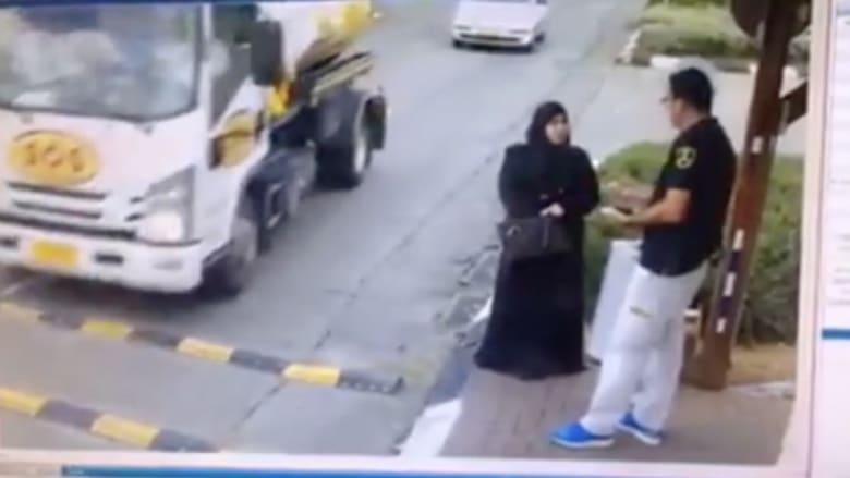 بالفيديو.. فلسطينية تطعن حارساً إسرائيلياً قبل إطلاق النار عليها