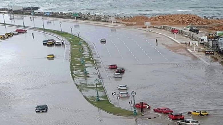 مصر.. 25 قتيلاً ضحايا أمطار البحيرة والأهالي يعزلون الإسكندرية والسيسي يأمر بتعويض المتضررين