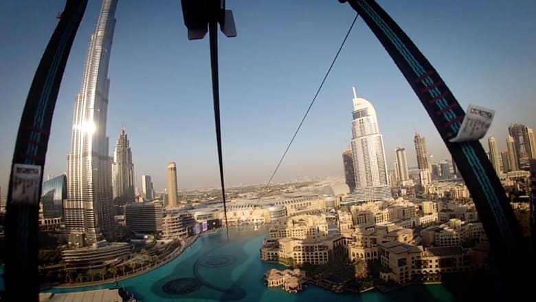 هل تحب المغامرة؟ لا تفوت الفرصة وشاهد دبي في الهواء من على حبل انزلاق