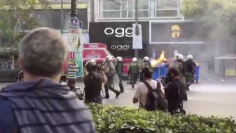بالفيديو.. شوارع العاصمة اليونانية تتحول إلى ساحة مواجهات في احتجاجات ضد التقشف