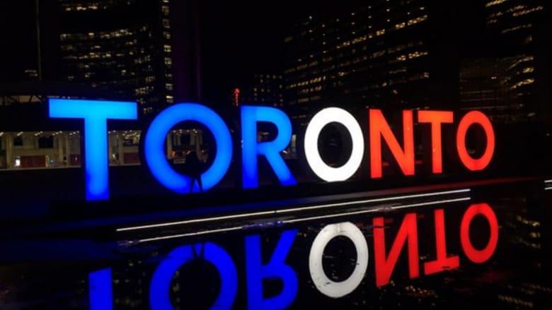 """بالصور.. العالم يتضامن بألوان العلم الفرنسي مع """"عاصمة النور"""""""