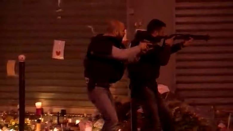 """الكاميرا توثق لحظات التدافع خارج مطعم """"لو بيتيت كبموديا"""" في باريس"""