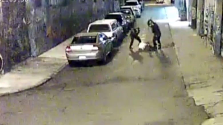 """بالفيديو..""""علقة ساخنة"""" لمتهم بسرقة سيارة العمدة تثير انتقادات لشرطة كاليفورنيا"""