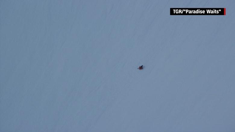 شاهد: متزلج ينجو بأعجوبة من الموت.. سقط عن ارتفاع 487 متراً