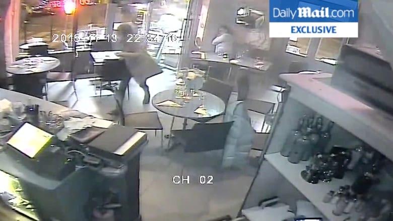 بالفيديو .. رعب الزبائن التقطته كاميرات المراقبة خلال اطلاق النار على مطعم بهجمات باريس
