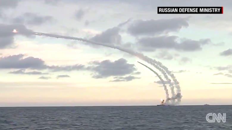 شاهد.. روسيا تنشر فيديو لقصف بالصواريخ من البحر والجو على الأراضي السورية