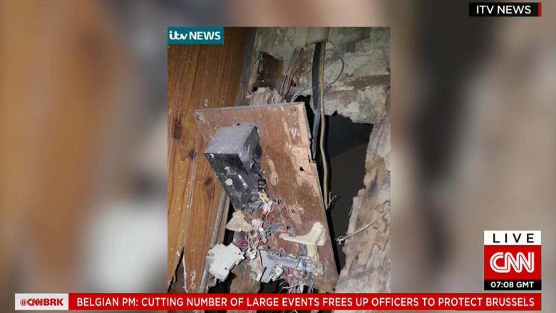 بالصور.. آثار المداهمة الأمنية في سانت دينيس والتي قتل فيها أباعود وبولحسن بعد هجمات باريس