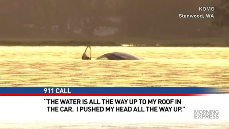شاهد: نجاة امرأة بعد غرق سيارتها بخمس وأربعين دقيقة