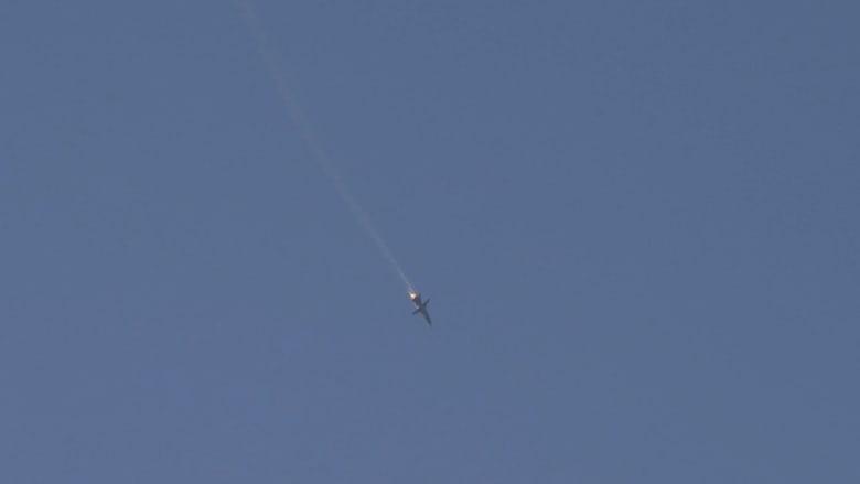 بالفيديو.. لحظة سقوط طائرة حربية روسية في الأراضي السورية بعد قصفها من مقاتلات تركية