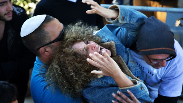 """إسرائيل تقر معاقبة أبناء منفذي الهجمات بإبعادهم إلى غزة و4 إصابات في """"هجوم دهس"""" بنابلس"""
