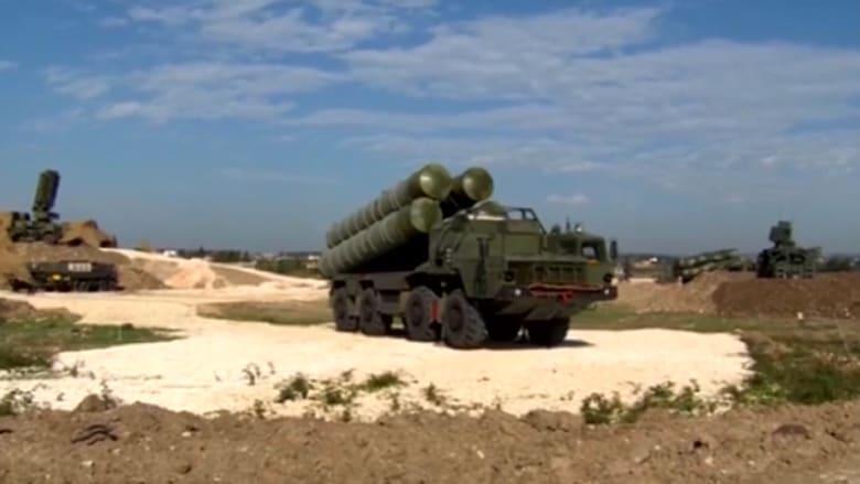 بالفيديو.. انشغال أمريكا بمنظومة صواريخ S-400 الروسية بسوريا