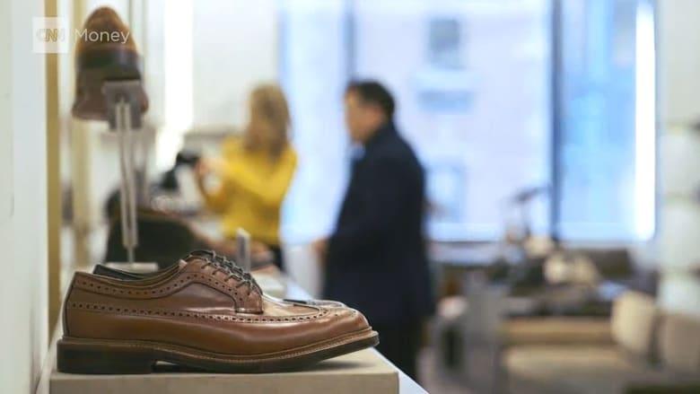 ما هي أنواع الأحذية التي لا يجب أن تخلو خزانة أي رجل منها؟