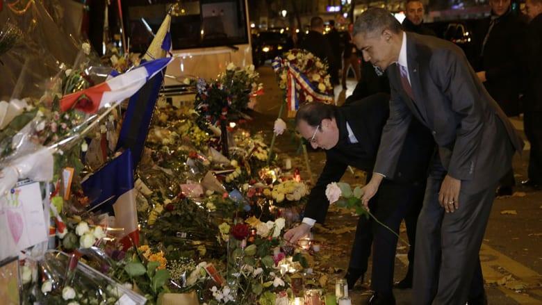 """وردة بيضاء من أوباما أمام مسرح """"باتاكلان"""" تكريما لضحايا هجمات باريس"""