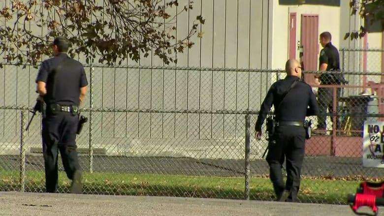 بكاميرا CNN..الشرطة الأمريكية تتعقب مشتبهين بحادثة اطلاق النار بكاليفورنيا