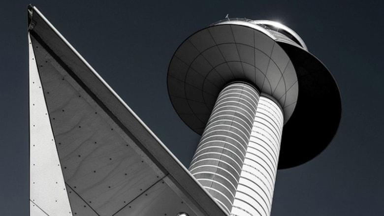 أبراج المراقبة في المطارات..تحف معمارية تهاب الضوء