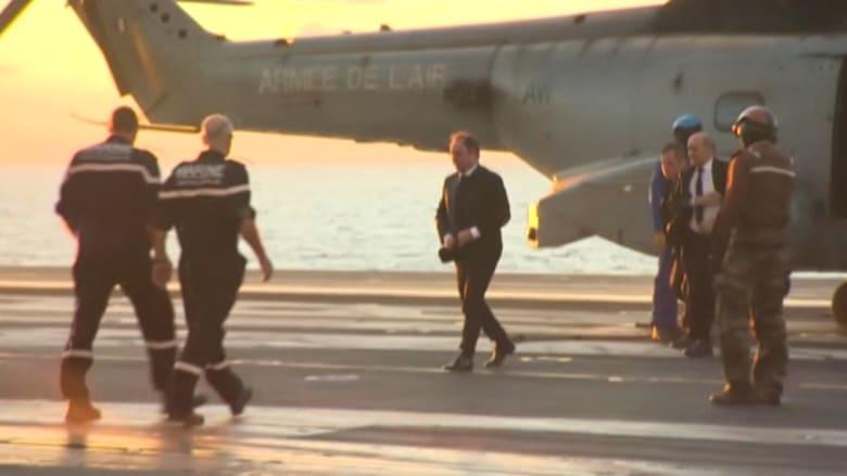 """بالفيديو.. هولاند يتفقد حاملة الطائرات """"شارل ديغول"""" قرب السواحل السورية.. ويعلن انتقالها إلى الخليج"""