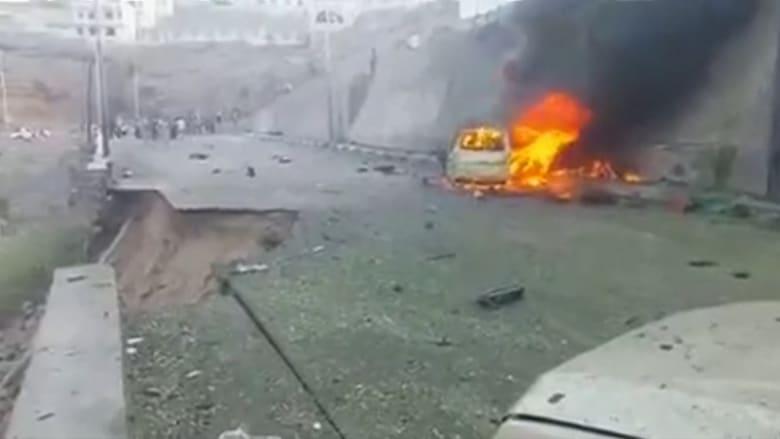 شاهد .. آثار التفجير الذي تبنى مسؤوليته داعش مستهدفاً محافظ عدن