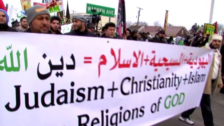 بالفيديو.. وقفة احتجاجية لمئات العرب أمام مركز كربلاء الإسلامي في أمريكا ضد داعش