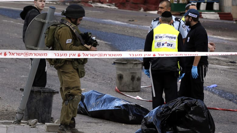 """الجيش الإسرائيلي يقتل فلسطينياً بعد """"هجوم دهس"""" بالقدس أوقع جريحين وثالث بـ""""الهلع"""""""