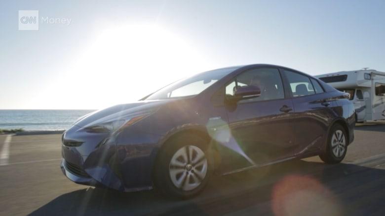 بالفيديو.. سيارة تويوتا بريوس.. نظيفة وفعالة وتساعدك في تجنب الاصطدام