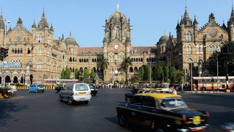 """هل تعشق الكافيار """"المحلى"""" ونجوم بوليوود السُمر..سافر إلى مومباي للتمتع بكل تلك اللذة"""