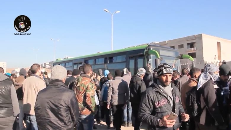 شاهد بالفيديو: مقاتلو المعارضة يودعوّن عاصمتهم حمص بعد اتفاق لتسليم آخر أحيائهم للنظام