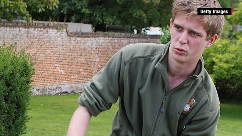 شاهد: ضجة بوسائل التواصل بعد رسالة تدعم المسلمين من جندي بريطاني فقد قدمه في العراق