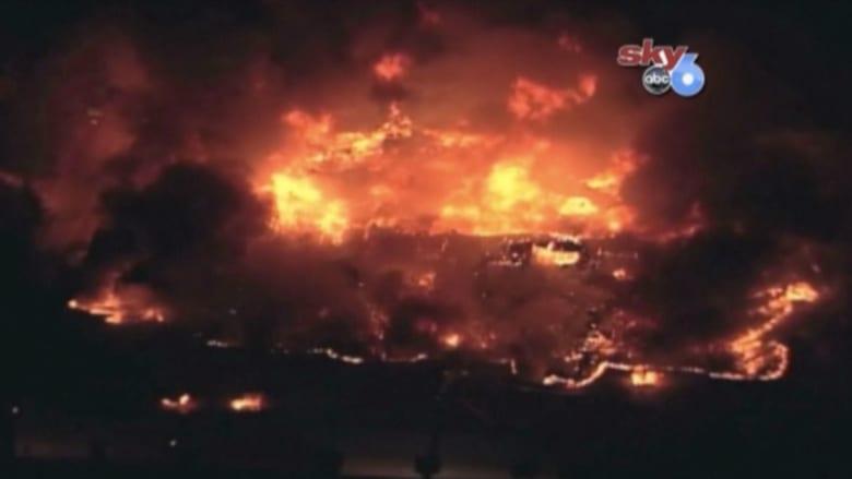 بالفيديو.. حريق هائل في ولاية أوهايو وإغلاق مدرستين بالمنطقة