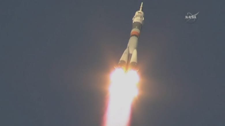 شاهد.. لحظة إطلاق صاروخ إلى وكالة الفضاء الدولية على متنه أمريكي وروسي وبريطاني