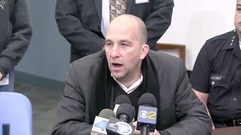 بالفيديو.. رئيس المجلس التعليمي لمدارس لوس أنجلوس يناشد أولياء الأمور بعدم إرسال أبنائهم بعد التهديدات